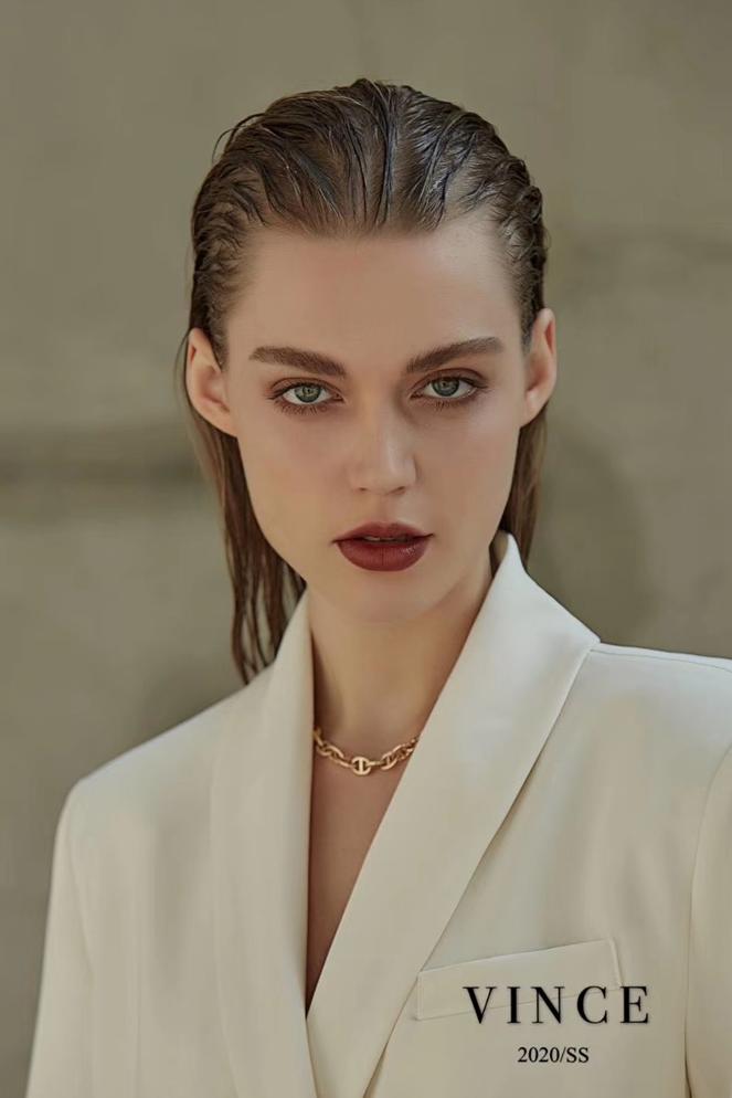 模特 达琳娜