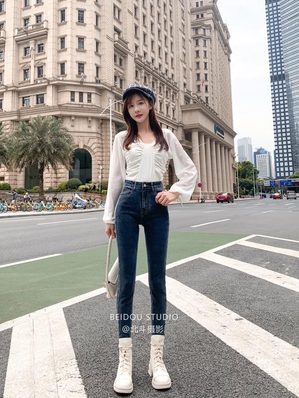 玲玲  裤子拍摄 农行景 手机片