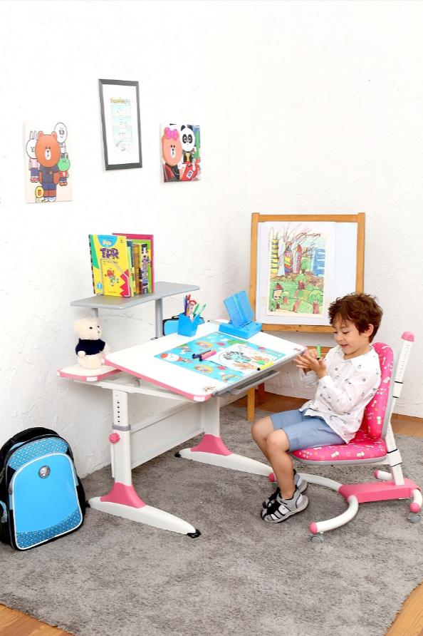 儿童书桌模特拍摄-儿童桌椅